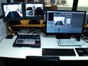 Ilha de edição: computador com softwares pacote Adobe CS.
